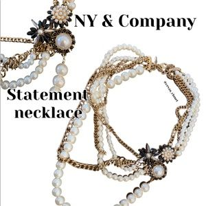 🎄🎁 NY & Company statement necklace